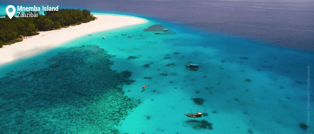 Vue aérienne du récif corallien de Mnemba Island