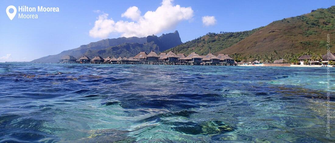 Lagon et bungalows de l'hôtel Hilton Moorea