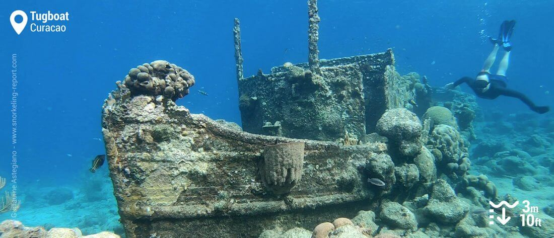 Snorkeling the Tugboat wreck, Curacao