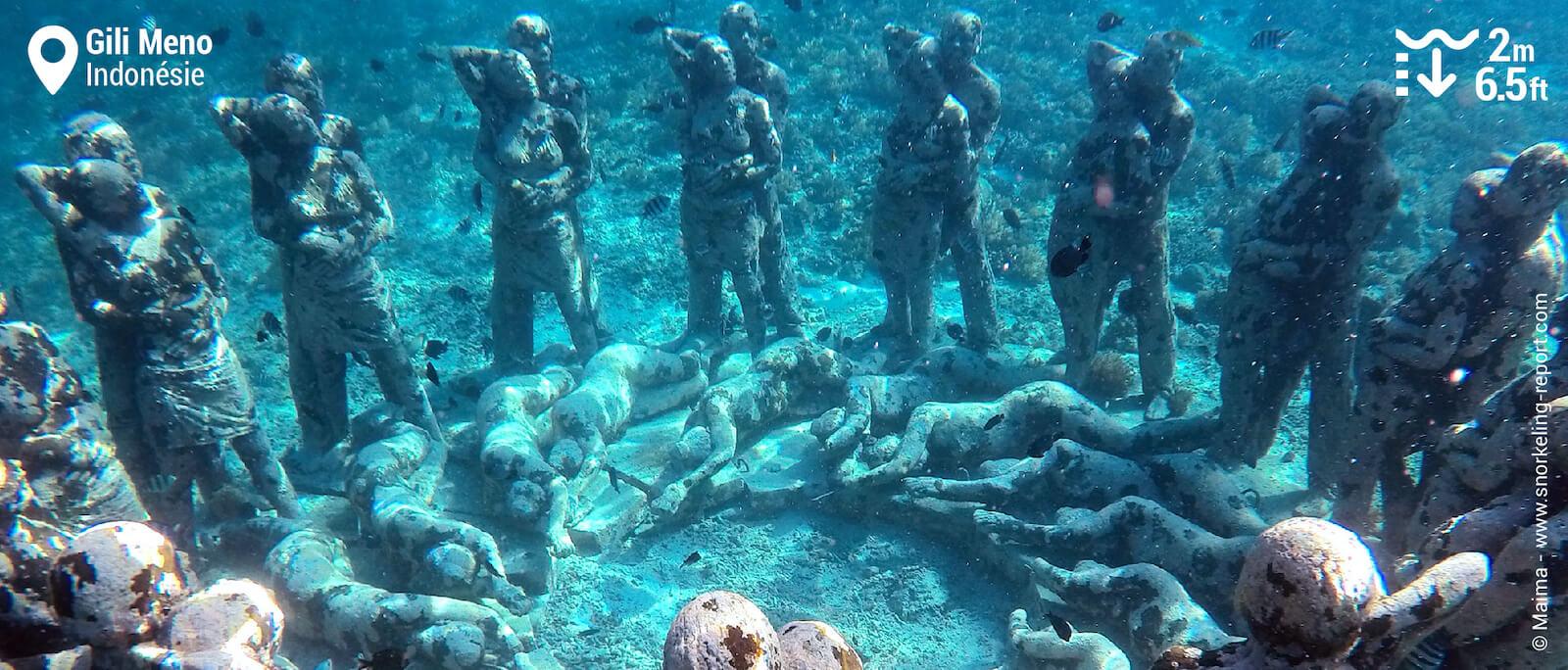 Les statues sous-marines de Gili Meno, autour desquelles gravitent de nombreux poissons, forment un décor féérique