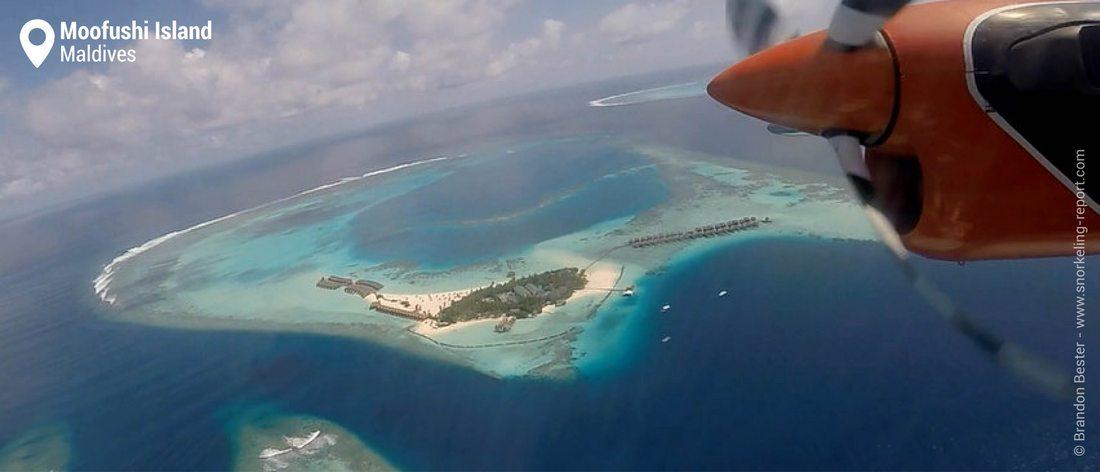 Vue aérienne de l'atoll de Moofushi, Maldives