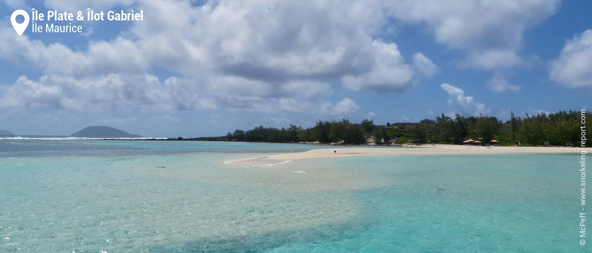 Le lagon vu depuis la plage de l'Îlot Gabriel.