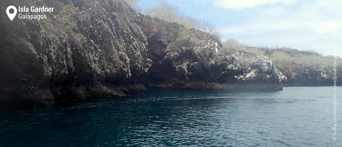 Le rivage d'Isla Gardner, Galapagos