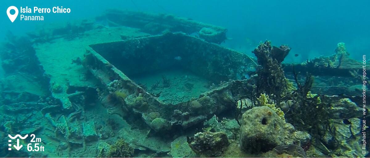 Isla Perro Chico wreck