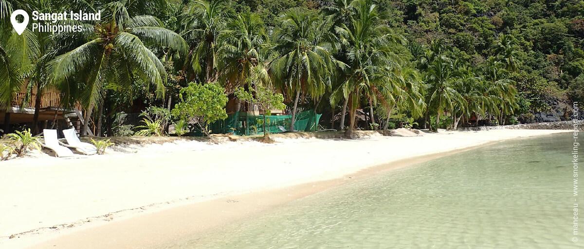 Sangat Island Dive Resort beach