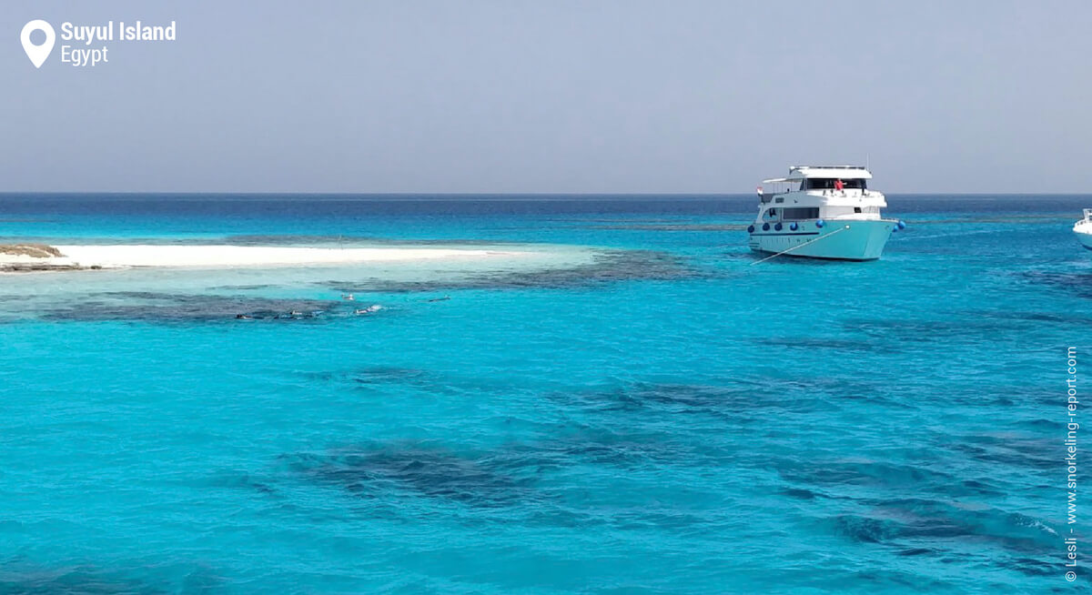 Tour boat at Suyul Island's reef