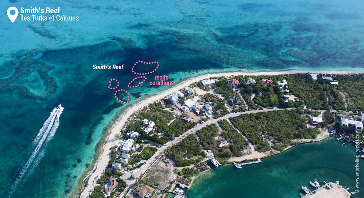Vue aérienne des récifs coralliens de Smith's Reef